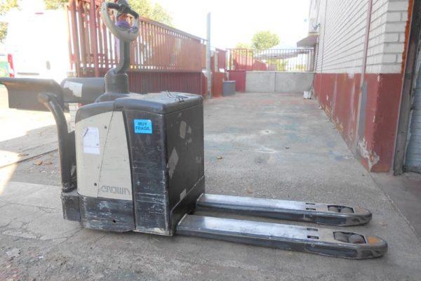 TRANSPALETA ELECTRICA CROWN MODELO WP2330S 3 VEYMACAR