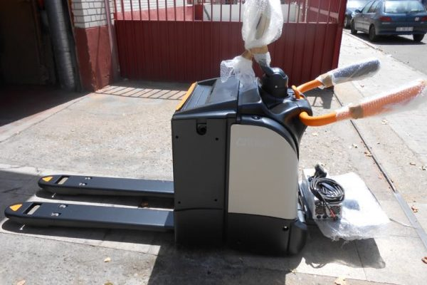 TRANSPALETA ELECTRICA CROWN MODELO WT 3040 3 VEYMACAR